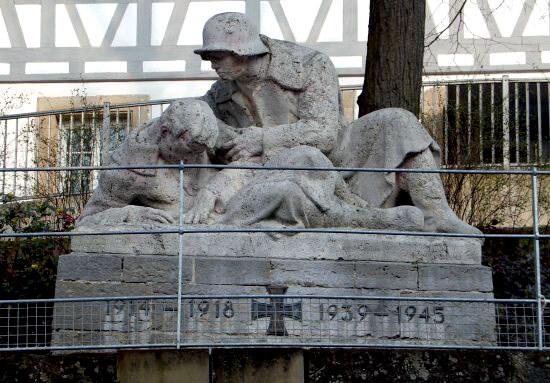 Das Kriegerdenkmal in der Marktstraße