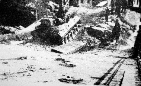 Panzer auf zerstörter Brücke, Sulzbacherstraße