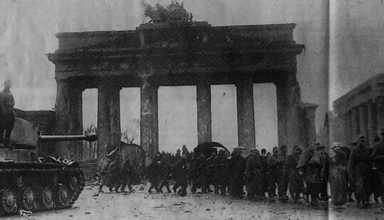 Deutsche Soldaten werden in russische Gefangenschaft genommen